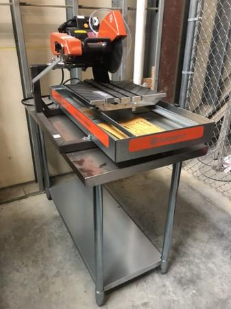 "Husqvarna 10"" tile saw"